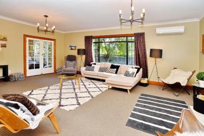 Racecourse Villa - Christchurch Holiday Home