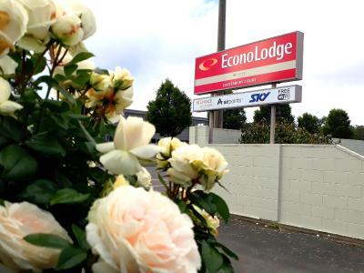 EconoLodge Canterbury Court Motel
