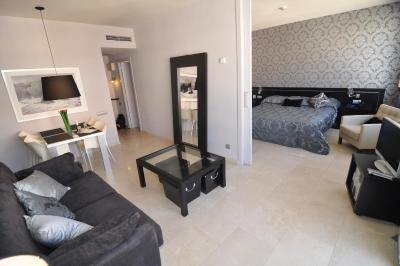 Pedralbes Luxury Apartment