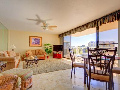 House of Sun 307 by Vacation Rental Pros