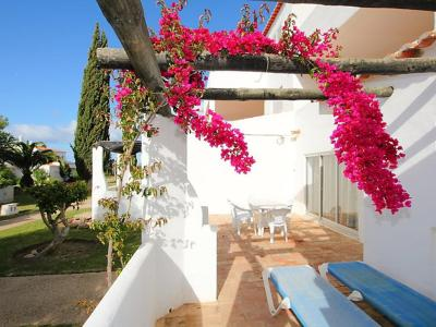 Three-Bedroom Holiday Home Armação De Pêra 2