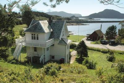 Four-Bedroom Holiday home in Valderøya