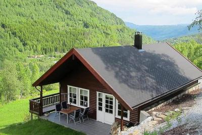 Three-Bedroom Holiday home in Sogndal 1