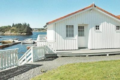 Two-Bedroom Holiday home in Averøy 4