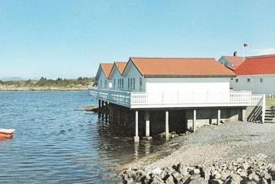 Two-Bedroom Holiday home in Averøy 5