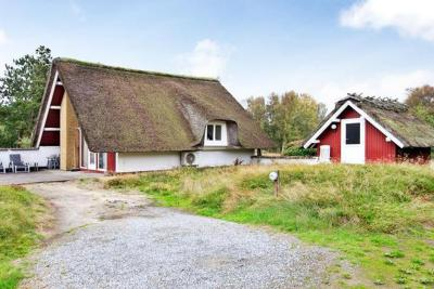 Two-Bedroom Holiday home in Rømø 12