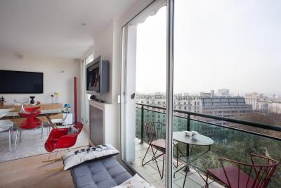 Buttes Chaumont Apartment View