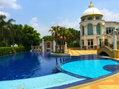 Nonthaburi Luxury Pool Villa