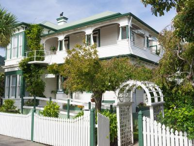 Sussex House Bed & Breakfast