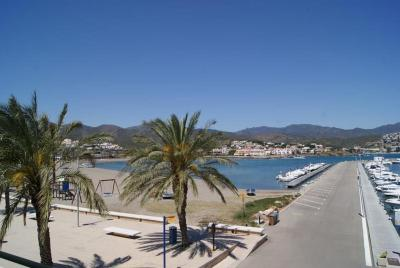 Three Bedroom Apartment in Llanca I