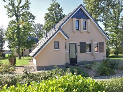 Holiday home De Zwaluw