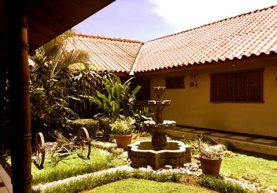 Paz de Luna Bed & Breakfast