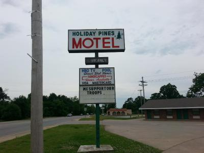 Holiday Pines Motel