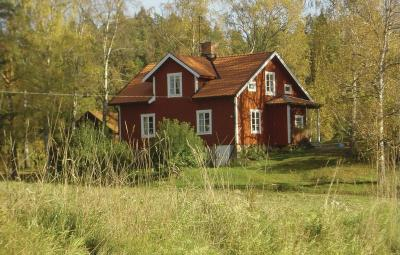 Five-Bedroom Holiday home with Sea View in Stjärnhov