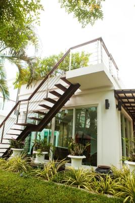 Hua Hin Seaview Villa P1 by Huahin Holiday Villas
