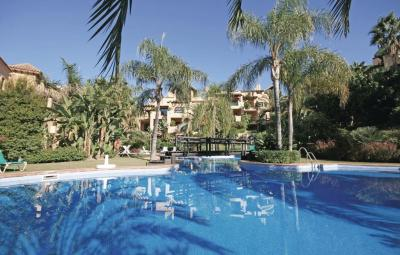 Two-Bedroom Apartment Estepona with an Outdoor Swimming Pool 01