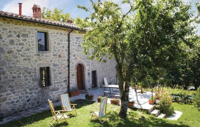 Three-Bedroom Holiday home Piancastagnaio SI with a Fireplace 06