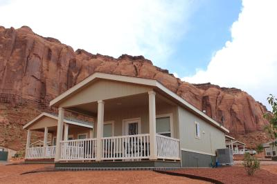 Monument Valley Hillside Suites