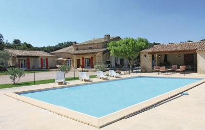 Holiday home Mondragon 16 with Outdoor Swimmingpool