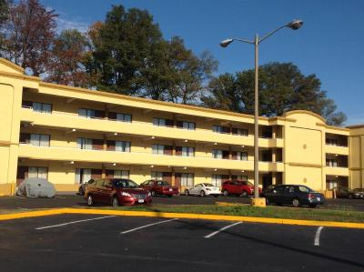 DIAMOND INN & SUITES