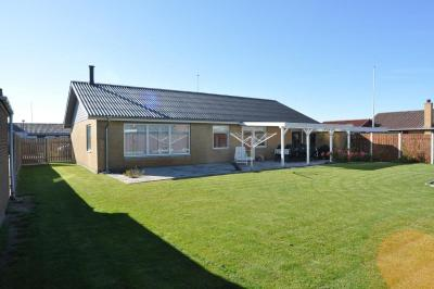 Three-Bedroom Holiday home in Fjordvaenget Thors