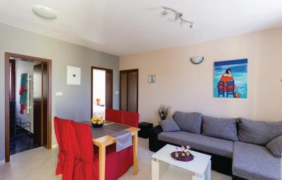 Two-Bedroom Apartment with Sea View in Mlini A