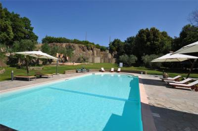 Apartment in Pitigliano with Seasonal Pool IV