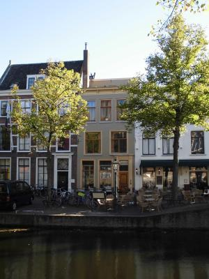 Historic Canal Apartment Leiden