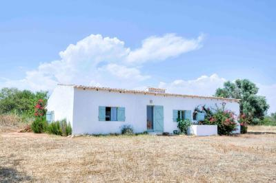 Charming Country House in Algarve