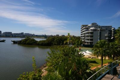 Homebush Bay Self-Contained Modern Two-Bedroom Apartment (122 BEN)