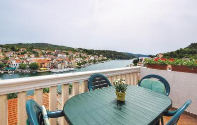 Two-Bedroom Apartment with Sea View in Zaton