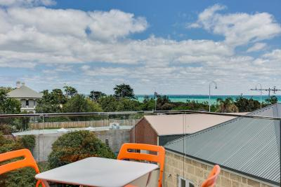 Nepean Beachfront Apartment