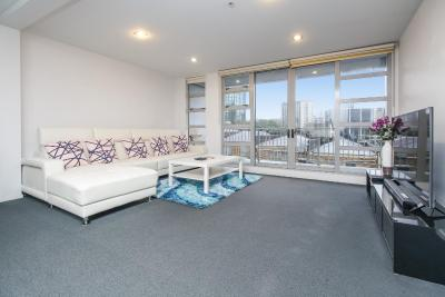 Spacious 3 Bedroom Apartment in the Heart of City