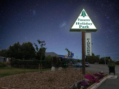 Pineacres Motel and Park