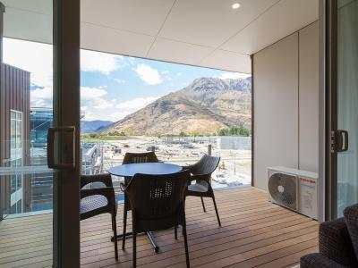 Mountain Views - Queenstown Holiday Apartment
