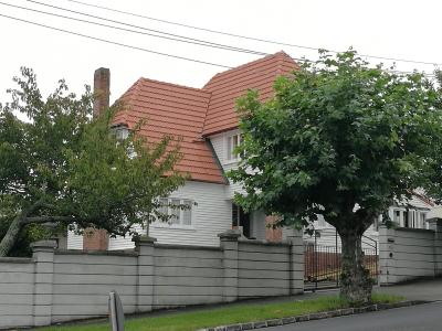 Top Location Epsom Modern Character Home