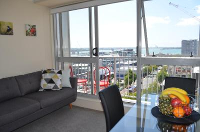 Cosy and Homey Two Bedroom Apartment with Stunning harbour views!