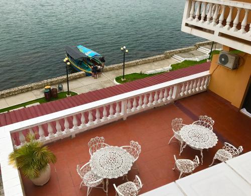 Hotel villa del lago flores for Hotel villa del lago