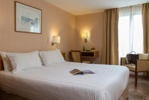 Hotel bac saint germain h tel 66 rue du bac 75007 paris for Hotels 75007