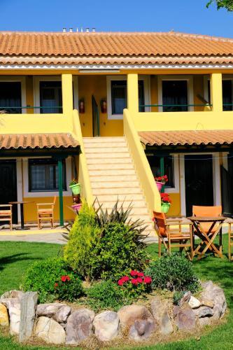Pan-Dora Apartments