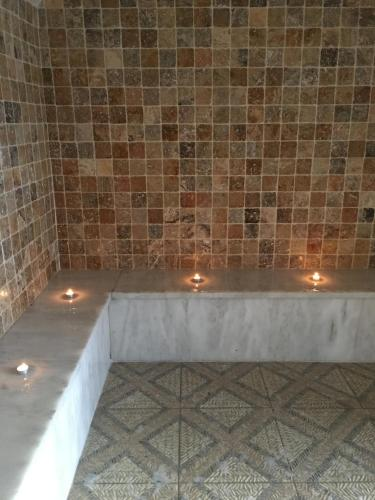 Appart 39 h tel et chambres essentiel spa book online bed for Arles appart hotel