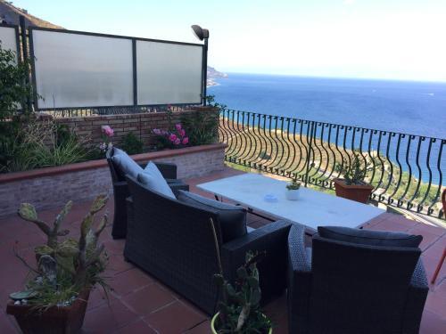 B&B La Terrazza Sul Mare Taormina, Taormina | SellOffRentals.com ...