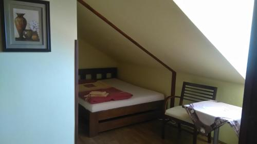 חדר טריפל עם חדר רחצה פרטי (Triple Room with Private Bathroom)