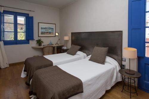 Double or Twin Room - single occupancy Hostal de la Plaça 11