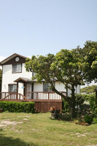 双卧室别墅 (Two-Bedroom House)