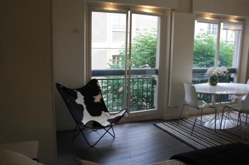 Parc Royal studio Alcove by Parisbeapartofit