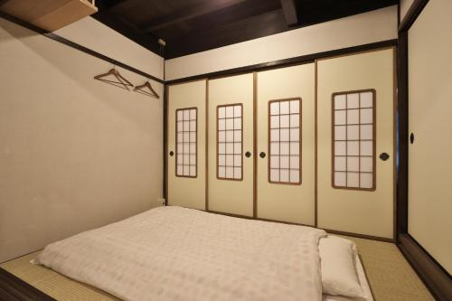 Japanese-Style Single Room with Shared Bathroom and Toilet