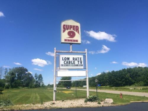 Super 9 Motel