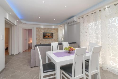"""New 4* apartment """"Orto"""" in the center of Trogir"""