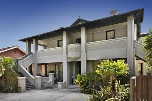 Espresso Apartments - Elwood Townhouse Delight